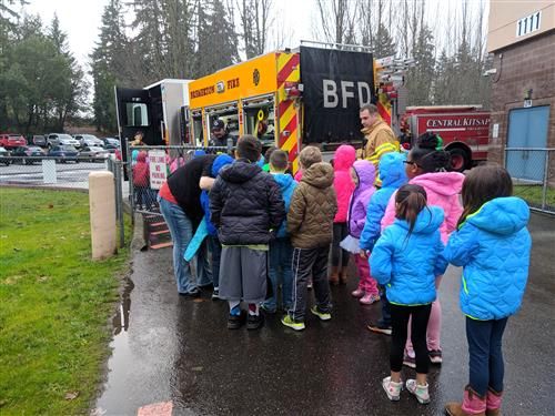 Kids wait to see the firetruck