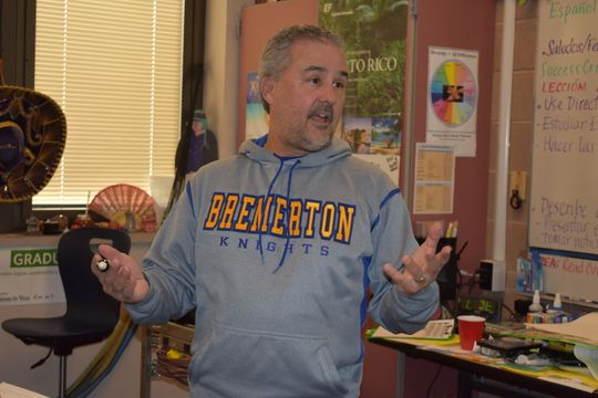 Bremerton High School's Alejandro Fleites featured in Kitsap Sun's Teacher Spotlight